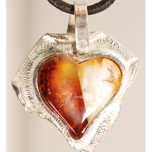0015 Unique Heart