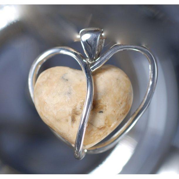 0018 Unique Heart image00021